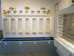collectie kinderbrillen met loopplank in de winkel Optique Labryere, Dorpsstraat 575 Noord-Scharwoude