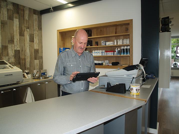 Rob Labruyere van Optique Labryere, Dorpsstraat 575 Noord-Scharwoude