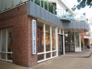 voor en zij aanzicht winkel Optique Labryere, Dorpsstraat 575 Noord-Scharwoude