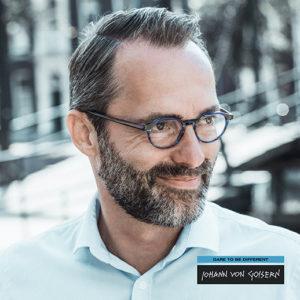 man draagt een bril van Johann von Goisern