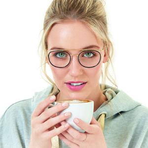 vrouw vrouw draagt een bril van Vanni