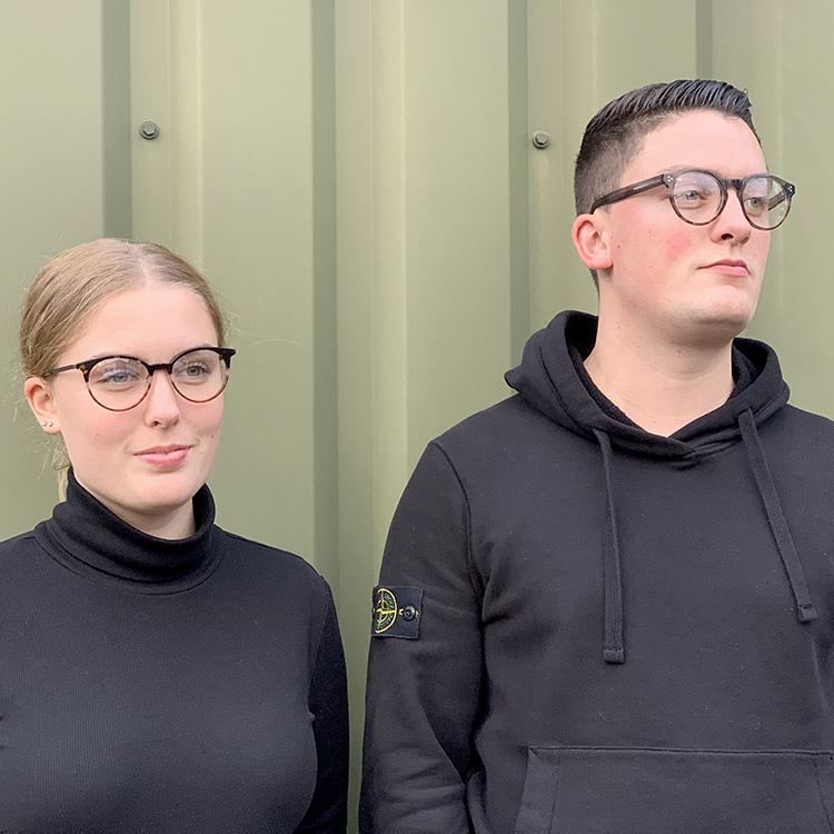 lars draagt een bril en maika een feye bril van optique labryere buiten